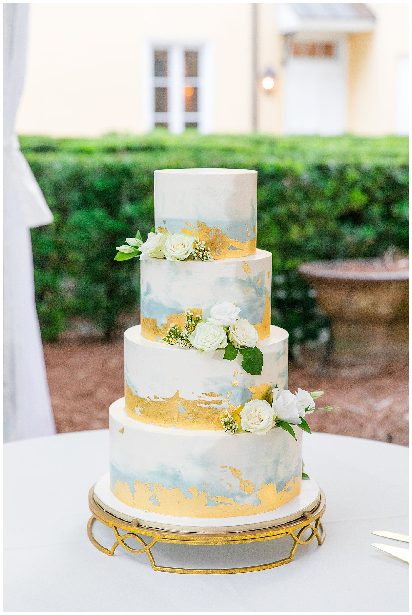 gold modern wedding cake