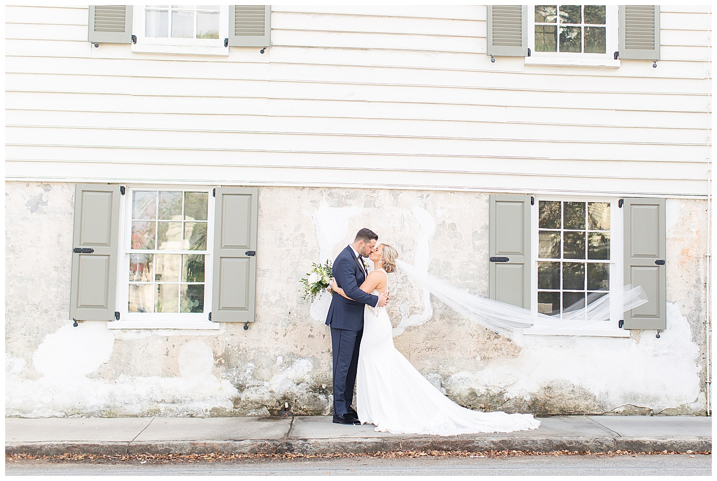 bride and groom in charleston south carolina